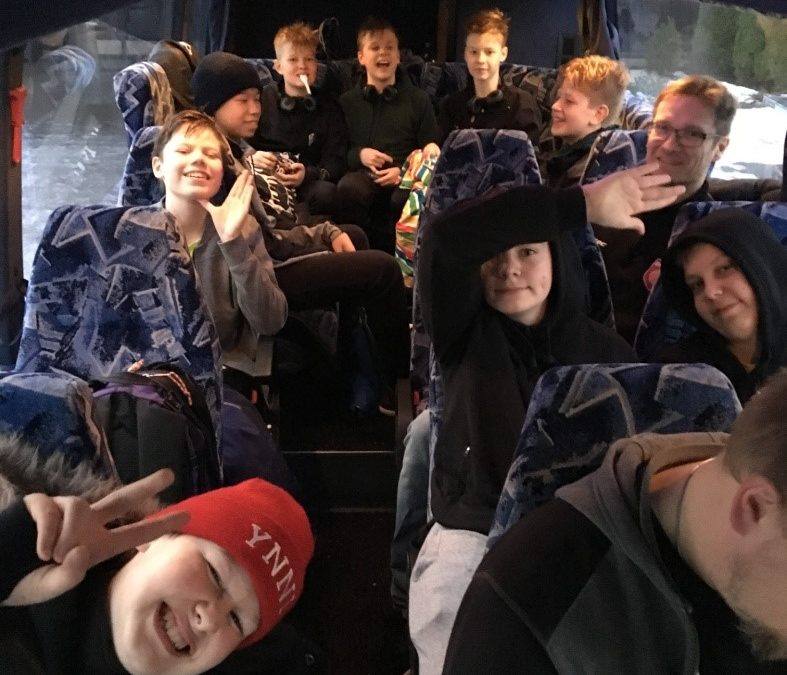 C-pojat White Keskisen alueen II-divisioonan turnauksessa Lapualla 4.11.
