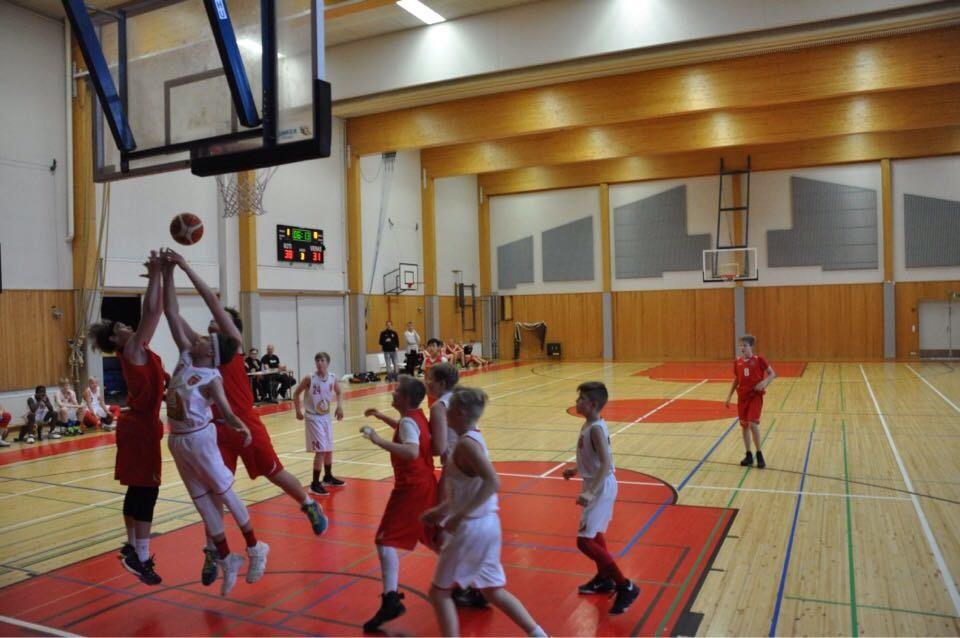 C-pojat White: ASIAN YTIMESSÄ 18.11. KARJASILLALLA